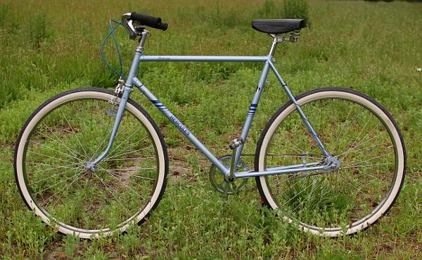 Das Fahrrad im Singlelook: Nur die wirklich notwendigen Teile sind bisher angebaut.