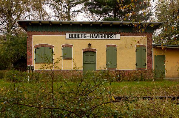 Im Gebäude des Bahnhofs Boberg-Harvighorst soll ein Modellbahnclub beheimatet sein.