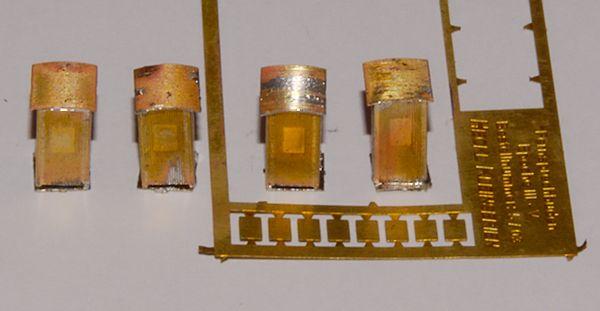 Die gelöteten Fernsprechbuden: In der Platine sind noch acht F-Tafeln.