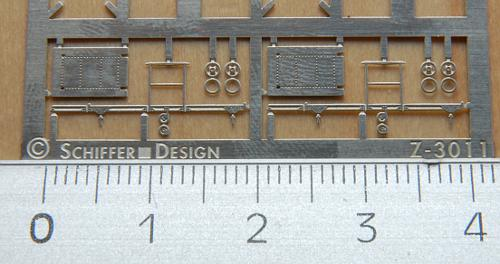 Noch einmal die Werkzeugkarren von der richtigen Seite: Gut zu erkennen sind die filligranen Nietreihen auf der Ladeplatte. Die plastifizeirten Räder erhalten noch einen Radreifen.