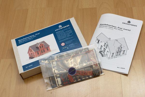 Der Bausatz kommt ordentlich verpackt mit vielen Teilen und ausführtlicher Bauanleitung.