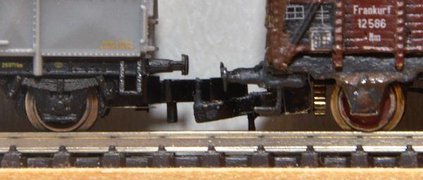 Auf dem Foto ist genau zu erkennen, dass die Kupplungsaufnahme nicht parallel zum Antriebsritzel liegt.