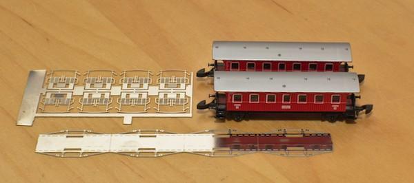 Das Umbaumaterial: Links die Bühnendeataillierung, daneben die Wagen und davor das Sprengwerk
