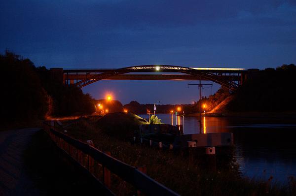 Im wirklich letzten Licht des Tages, um 21:36 Uhr, fähr der letzten NOB-Zug Richtung Kiel.