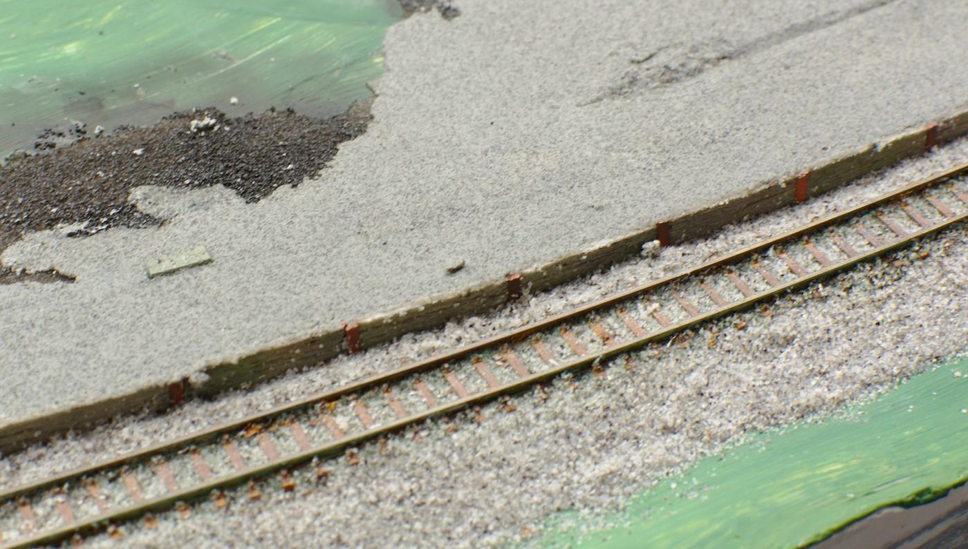 Bahnsteig umschütten