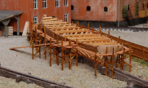 Das Gerüst am ersten Schiffneubau